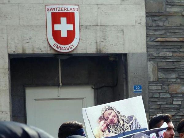Iran: diplomatica svizzera muore cadendo da una finestra