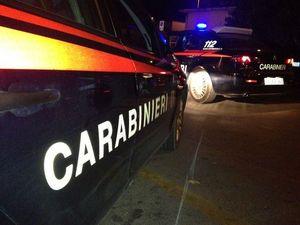 Derubato del portafoglio con uno stratagemma riesce a fermare il ladro: arrivano i carabinieri
