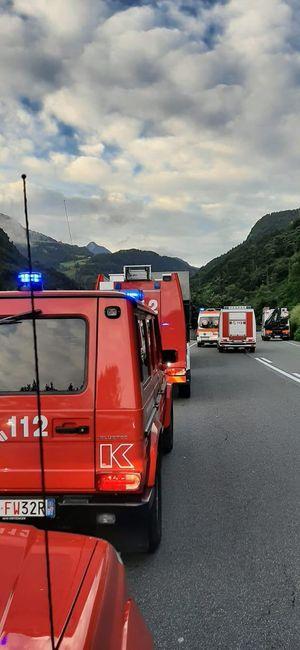 Colma, l'auto precipita per 8 metri: grave una donna