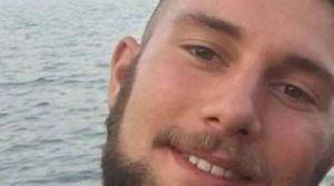 Colpito sul casco da una civetta, 24enne cade in moto e muore