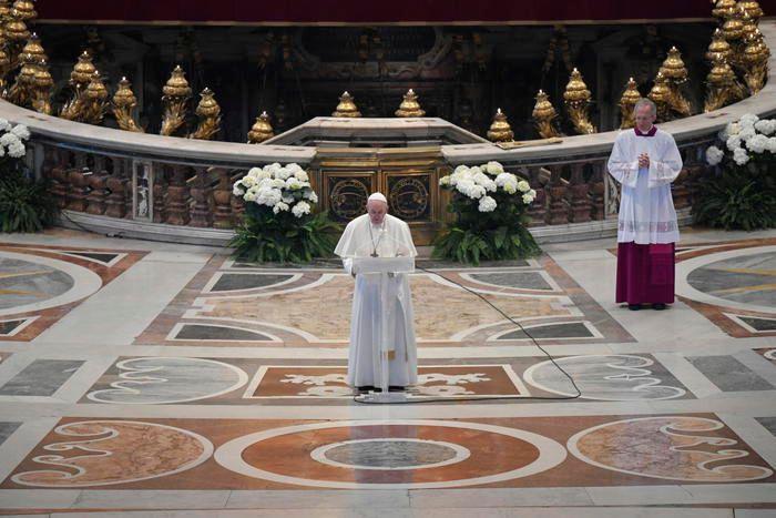San Pietro Papa riapre messe con pubblico nella basilica