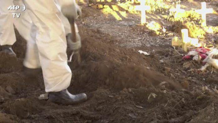 Coronavirus Rio allestito grande cimitero per migliaia vittime - Mondo