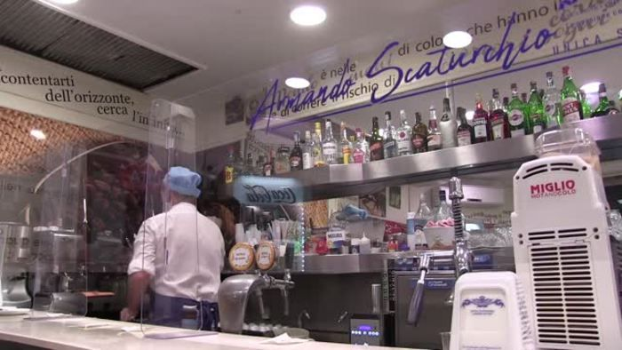 Fase 2 Napoli pochi caffe banco ancora tanta paura