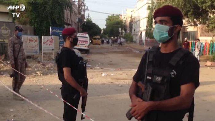 Pakistan gli agenti bloccano accesso nel luogo dell incidente aereo