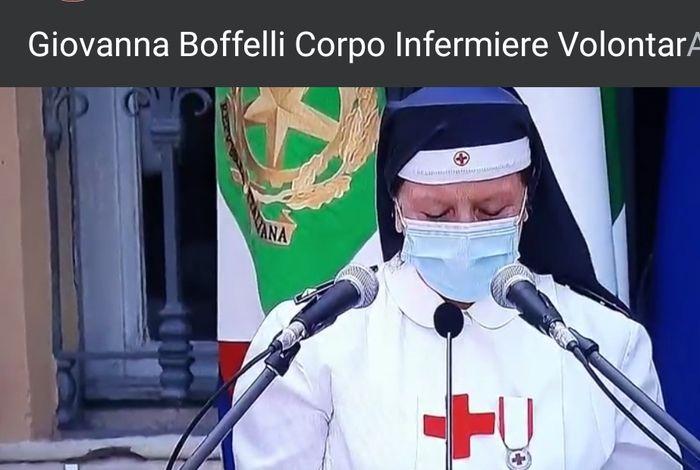2 giugno volontaria commossa nel saluto Mattarella