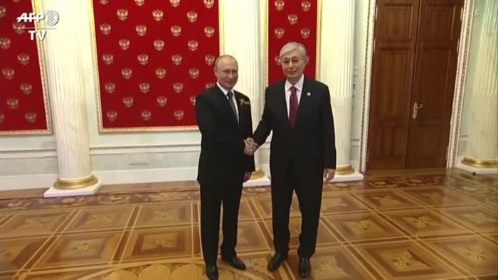 Putin sulla Piazza Rossa per 75esimo anniversario della fine della guerra