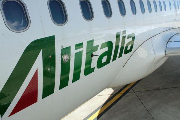 Alitalia, arrivata ai impiegati restante metà stipendio - Economia thumbnail