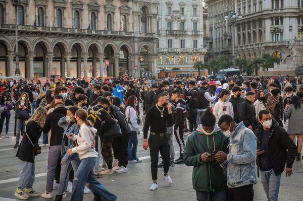 Covid: Bertolaso, Italia a lunghi passi verso zona rossa - Politica