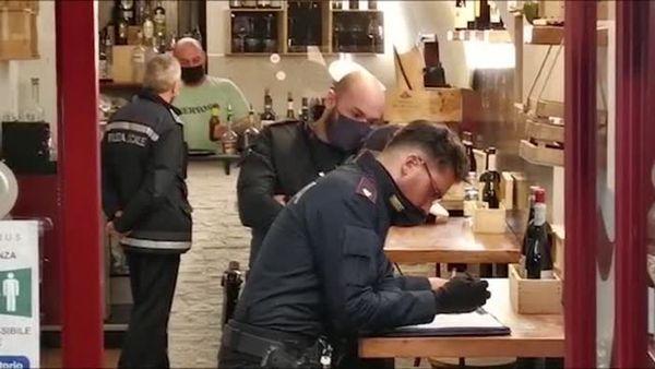 Covid, Sanremo: bar sfida le restrizioni e i sostenitori cantano liberta' - Italia