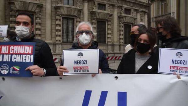 Covid: a Milano protesta Fdi per chiedere le riaperture - Italia