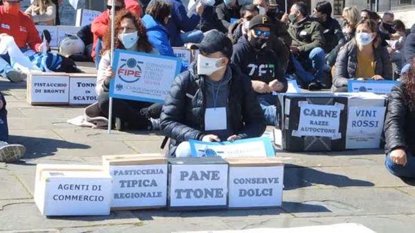 Covid, Confcommercio a Genova: Ora vaccini, ristori e riaperture - Italia