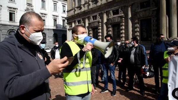 Covid, in piazza a Milano la protesta dei tassisti - Italia