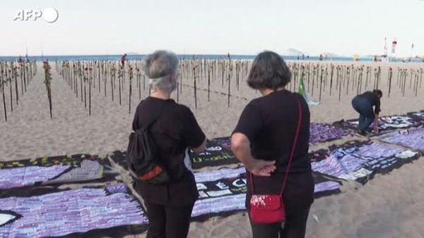 Covid, rose sulle spiagge del Brasile per ricordare gli oltre 500 mila morti - Mondo