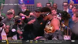 Nba, il tecnico dei Suns si congratula con i Bucks - Sport