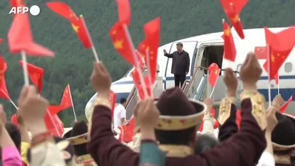 Cina, la prima visita di Xi Jinping in Tibet: balli, canti e costumi tradizionali - Mondo