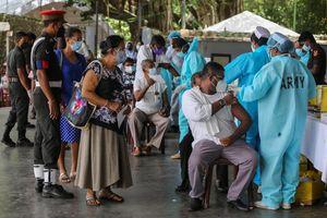 Oms, 'prima della terza dose vaccinare tutti' - Mondo