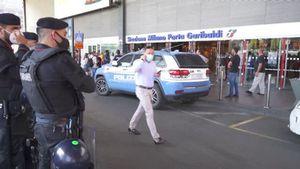 No green pass, a Milano e' un flop: Pochi manifestanti fuori dalla stazione - Italia