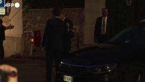 Draghi accolto da Macron a Marsiglia, gli abbracci prima della cena - Italia