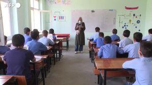 Afghanistan, a Kabul i bambini tornano a scuola dopo l'arrivo dei talebani - Mondo