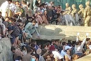 Afghanistan. Evacuate 80mila persone, ma sono 300mila gli ex collaboratori Nato