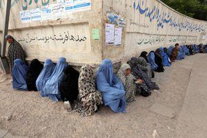 Afghanistan. I taleban autorizzano il lavoro delle donne negli ospedali