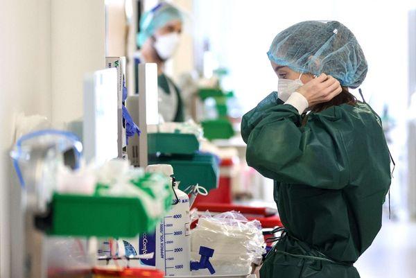 Covid.  5.696 i positivi ai test e 15 vittime. Calano i pazienti in terapia intensiva