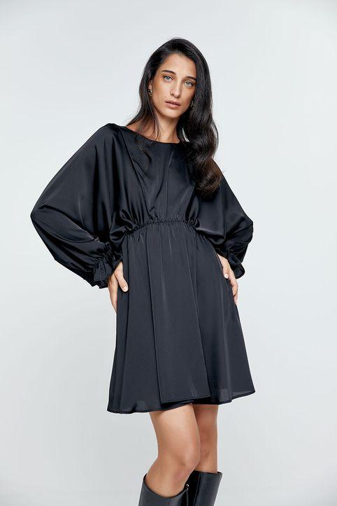 Φόρεμα τύπου σατέν με έντονο μανίκι