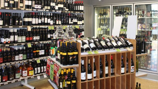 Bottle shops are open for too long, expert says