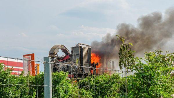 Lkw stand auf der A2 in Flammen