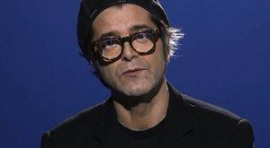"""Bersani in concerto a Cattolica, la sua città illumina una via con i versi della canzone """"Giudizio Universale"""""""