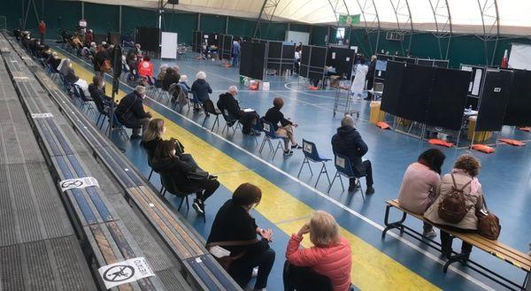 «Insegnanti scavalcati e irregolarità al centro vaccini del Paolinelli»: scatta la segnalazione alla Procura