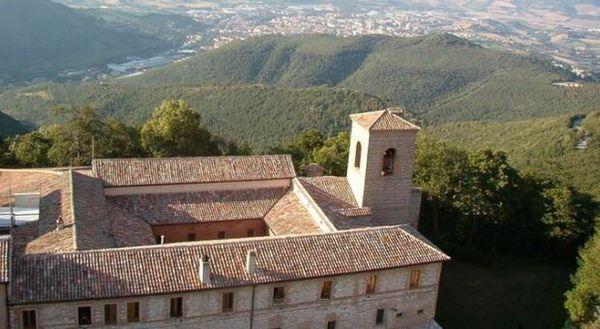 Si diffonde il contagio all'eremo di San Silvestro: sono tutti positivi al Covid gli undici monaci