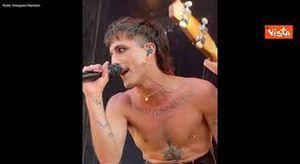 Maneskin scatenati durante un concerto in Belgio, Damiano si lancia sulla folla