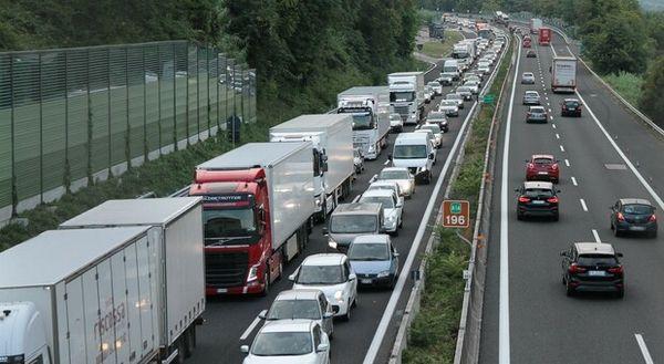 Autostrade avvia cashback e rimborsa i ritardi da lavori. Da oggi è scaricabile la App: ecco quando scatta il risarcimento