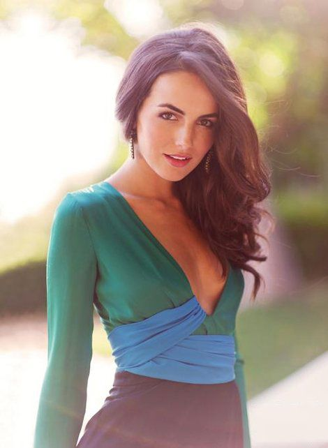 camilla-belle-and-gucci-spring-2011-silk-jumpsuit-gallery