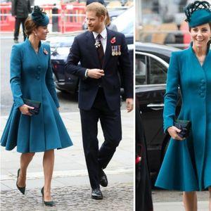 Војвотката Кетрин софистицирана во сино-зелен ...