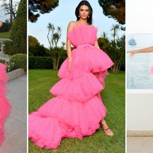 Кендал Џенер во волуменозна розова креација на ...