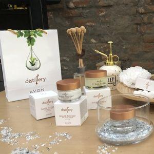AVON ја лансира Distillery, колекција која ја застапува ...