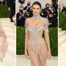 Кендал Џенер блеска во транспарентен фустан ...
