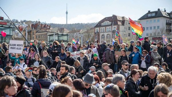 "Nach Demo-Desaster in Stuttgart: ""Querdenker"" planen erneut Protest am 17. April"
