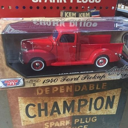 Scale 1:18 Vehicles - 1948 Ford F-1 Pick up