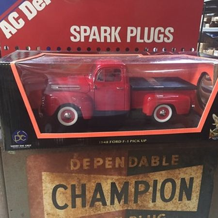 Scale 1:18 Vehicles - 1940 Ford Pickup