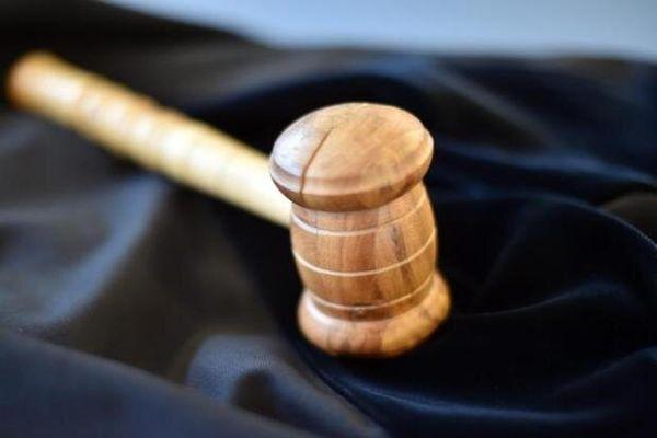 04.05.2021 Plauen Zwickau/Herlasgrün Erneuter Prozess um Pöhler Randale am Himmelfahrtstag Jetzt kostenfrei bis 16:23 Uhr lesen Noch immer ist die juristische Aufarbeitung der Vorgänge an der Talsperre Pöhl von 2019 nicht abgeschlossen. Ein Mann musste sich verantworten, weil er eine Bierflasche nach einem Polizisten geworfen haben soll. Warum das Landgericht Zwickau das zuvor ergangene Urteil des Plauener Amtsgerichts nicht bestätigte.