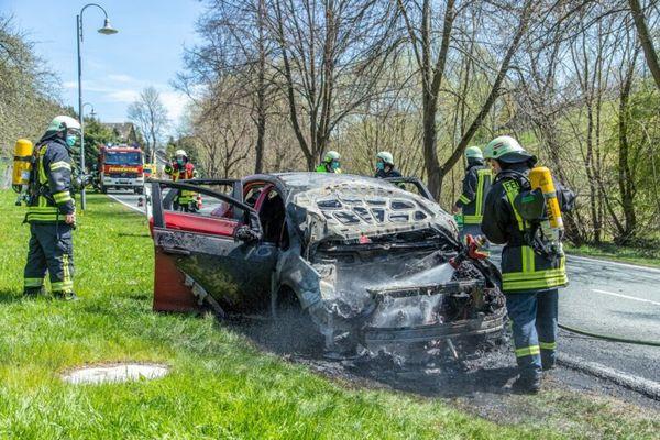 Opel auf S 221 vollständig ausgebrannt | Freie Presse - Marienberg
