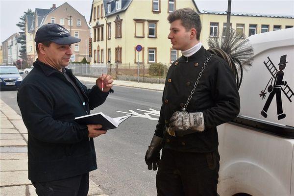 Zwei, die in Limbach-Oberfrohna Ruß wegkehren und das Glück mitbringen | Freie Presse - Chemnitz