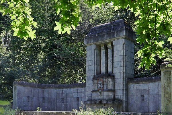 In Meerane bröckelt das Wunderlich-Denkmal: Was planen die Stadträte? | Freie Presse - Glauchau
