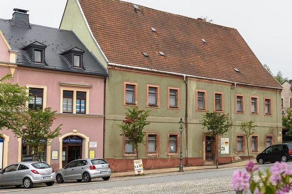 Elterleins Rat stellt sich vorerst hinters Uttmann-Haus-Projekt   Freie Presse - Annaberg