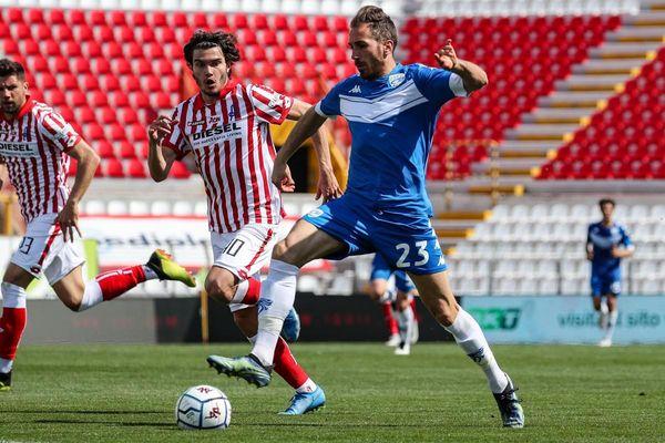 Il Brescia stravince col Vicenza e aggancia la zona play off