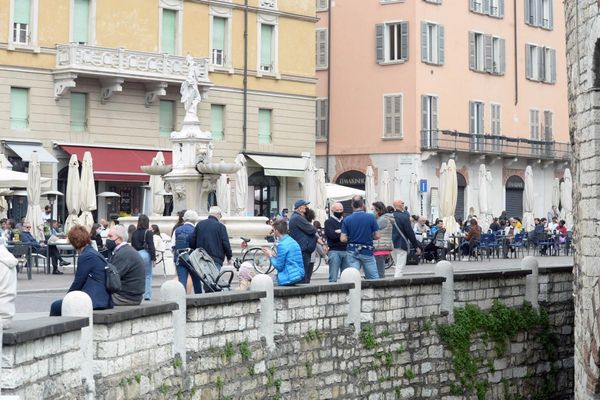 Covid, scende ancora il contagio: Brescia «vede» la zona bianca
