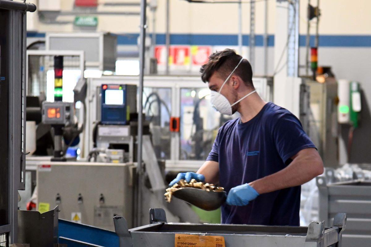 Inps non paga più la quarantena: «Doppia beffa per i lavoratori»